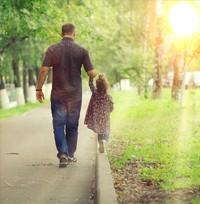Diet-padre-hija-parque-paseo